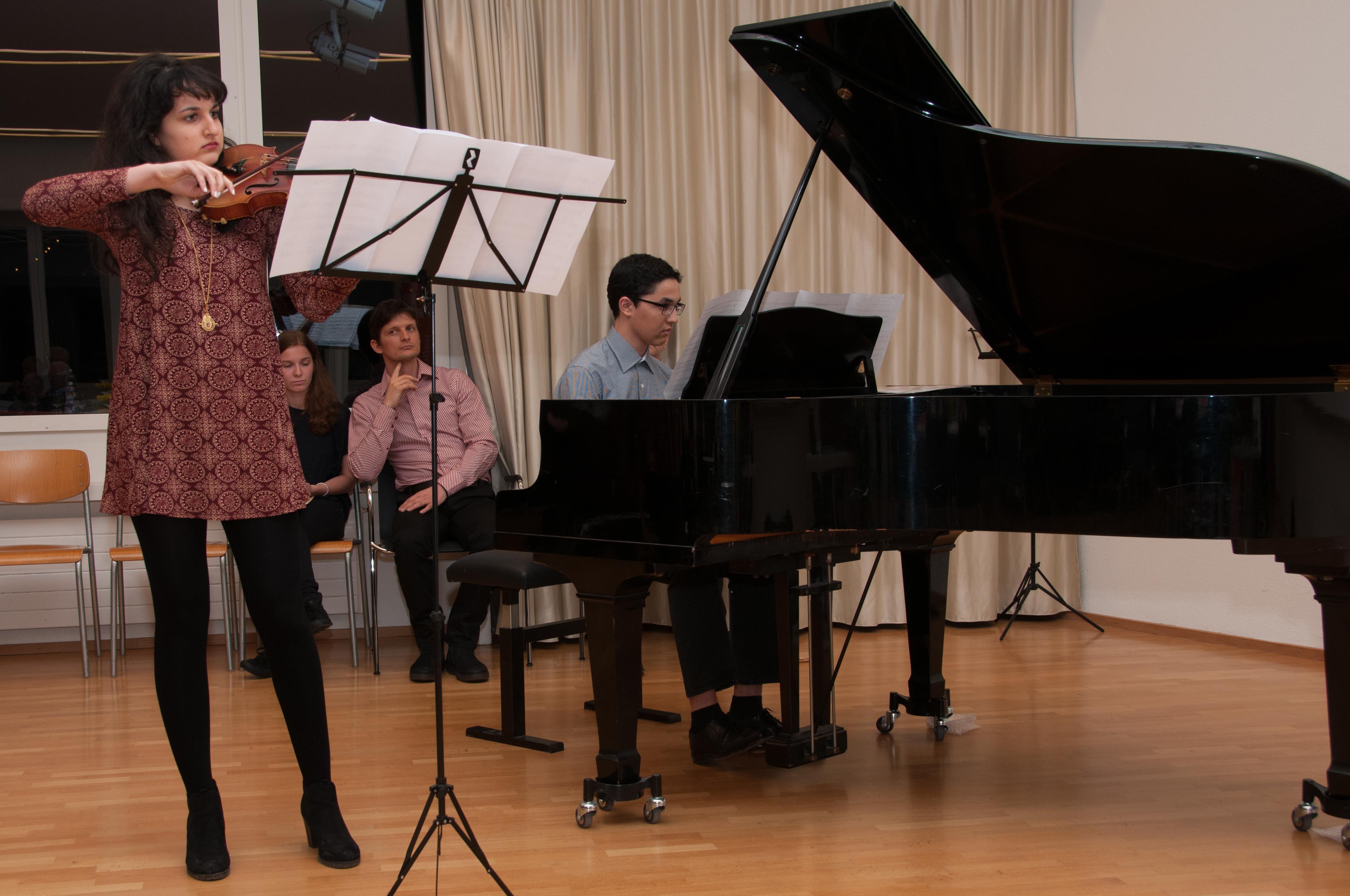 Schüler der Musikschule Wettingen eröffnen die GV.