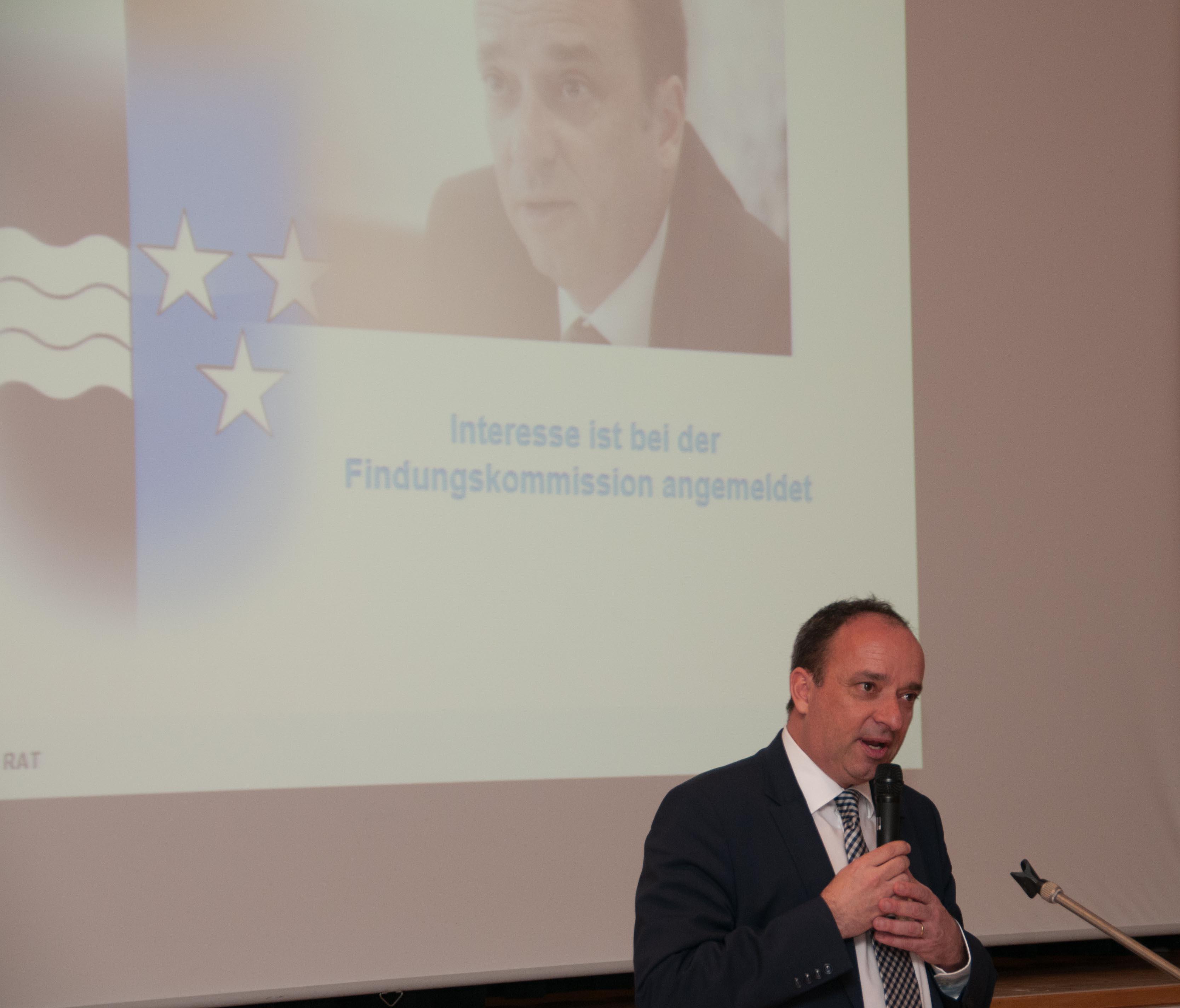 Markus Dieth gibt seine Bewerbung als Regierungsratskandidat bekannt.