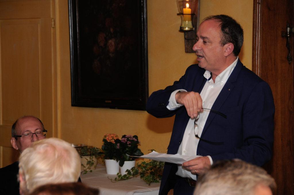 Markus Dieth stellt die Kandidaten vor.