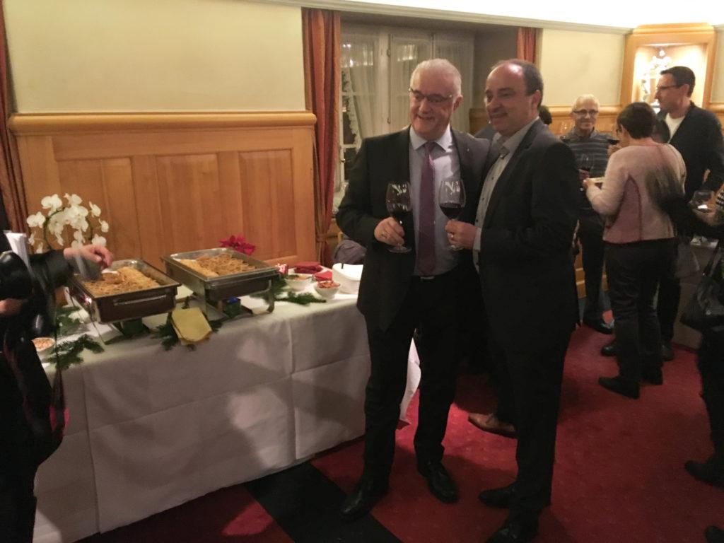 Der neue Gemeindeammann Roland Kuster mit seinem Vorgänger Markus Dieth.